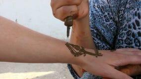 Henna Painting en Singapur metrajes