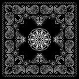 Henna Style Black und weißer Bandana-Druck Lizenzfreie Stockfotos
