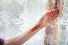 Henna tattoo on the girl's hand Royalty Free Stock Photography