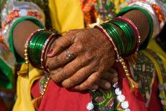 Hennastrauch auf Händen Lizenzfreies Stockfoto
