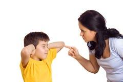 henne gräla på son för moder Royaltyfria Foton