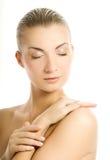 henne hud som trycker på kvinnan Royaltyfria Foton