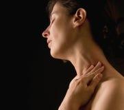 henne som masserar halskvinnan Arkivbild