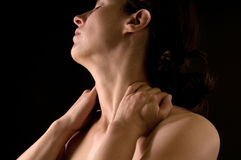 henne som masserar halskvinnan fotografering för bildbyråer