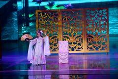 Hennes berättelse--Den historiska magiska magin för stilsång- och dansdrama - Gan Po Arkivbild