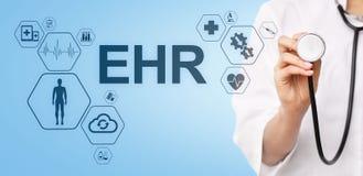 HENNES elektroniska v?rd- f?r automationsystem f?r rekord EMR medicinska begrepp f?r internet f?r medicin Manipulera med stetosko arkivbild