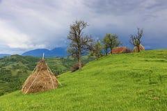 Heno en un pueblo de montaña foto de archivo libre de regalías