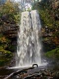 Henrhyd понижается †водопада «вход Batcave! Стоковая Фотография RF