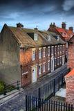 Henrietta Street Whitby que fuma famosa, North Yorkshire Reino Unido Imágenes de archivo libres de regalías