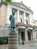 Henrik Ibsen Monument davanti al teatro nazionale, Oslo (20 fotografia stock libera da diritti