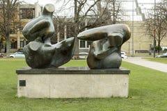 Henry Moore-beeldhouwwerk in Kunstreal in München Stock Afbeelding
