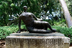 Henry Moore, Draped Reclining Woman, 1957-58 by Henry Moore at the Norton Simon museum Royalty Free Stock Photos
