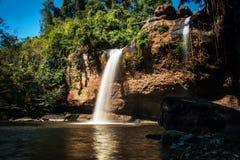 Heo Suwat wody spadek w Khao Yai parku narodowym, Tajlandia obrazy royalty free