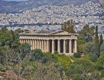 Hephaestus (Vulcan)寺庙和雅典都市风景 免版税库存图片