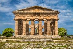 Hera寺庙在著名Paestum考古学站点,褶皱藻属,意大利的 免版税图库摄影