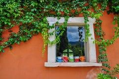 Hera folheada e decorações da xícara de café Fotografia de Stock Royalty Free