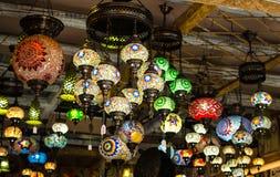 HERAKLION GRECJA, Listopad, -, 2017: Jaskrawe, kolorowe lampy w greckim obywatela stylu, Heraklion, Crete Zdjęcia Stock
