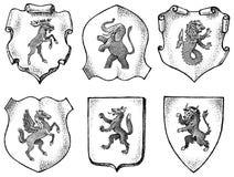 Heraldik i tappningstil Inristad vapensk?ld med djur, f?glar, mytiska varelser, fisk, drake, enh?rning, lejon royaltyfri illustrationer