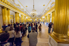 Heraldisk korridor i eremitboningmuseet i St Petersburg, Ryssland Royaltyfria Bilder