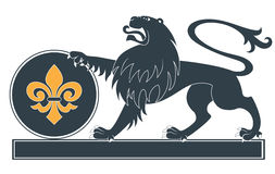 heraldisk lionsilhouette Arkivfoton