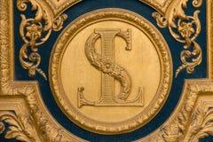 Heraldiska motiv på ytterdörr till Les Invalides paris Arkivbild