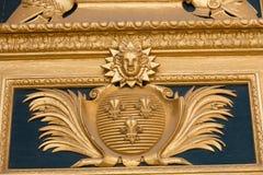 Heraldiska motiv på ytterdörr till Les Invalides paris Royaltyfria Foton
