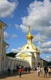 Heraldiskt hus av den storslagna slotten i Peterhof Arkivbild