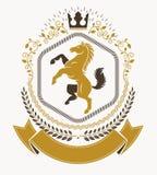 Heraldiskt isolerad vektor för vapensköld dekorativt emblem vektor illustrationer