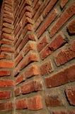 Herauf die Wand des roten Backsteins lizenzfreies stockfoto
