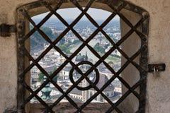 Heraus das Fenster Stockfotos