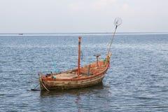 Heraus fischende Fischerboote lizenzfreie stockbilder