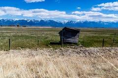 Heraus Gebäude auf einem famrers Gebiet, Polson, Montana, Vereinigte Staaten Lizenzfreie Stockbilder