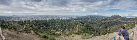 Heraus schauen über LA vom Berg Hollywood Stockfoto