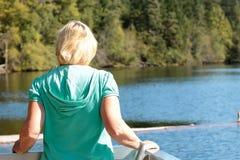 Heraus schauen über See Lizenzfreies Stockbild