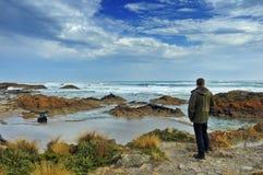 Heraus schauen zum Meer. Stockbilder