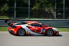 Herausforderung Baron Service Ferraris 488 stockfotos