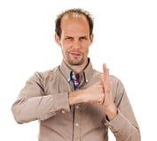 Herausgenommener verwegener Arm der geballten Faust des jungen Mannes Lizenzfreies Stockfoto