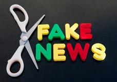 Herausgeschnittene gefälschte Nachrichten Lizenzfreie Stockfotografie