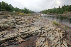 Herausgestellte Felsen-Fluss-Landschaft Lizenzfreie Stockfotos