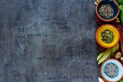 herb czosnków bay kardamonowi liści pieprzowe spice waniliowe rosemary soli Obraz Royalty Free