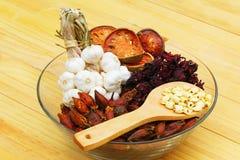herb czosnków bay kardamonowi liści pieprzowe spice waniliowe rosemary soli Zdjęcie Stock