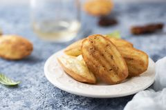 Herb Madeleines fait maison photographie stock
