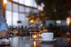 Herbaciana ceremonia w kawiarni fotografia stock