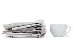 herbaciane filiżanek gazety Obrazy Stock