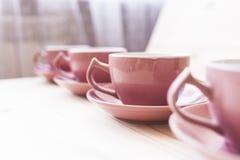 4 herbacianego kubka na drewno stole Fotografia Stock