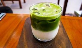 Herbaciany czas relaksuje w kawiarni fotografia stock