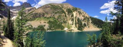Herbaciany dom Przegląda wycieczkować wokoło Jeziornego Agnes blisko do Lakeview śladu, równina sześć lodowów, Jeziorny Agnes, Lu Obrazy Royalty Free