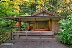 Herbaciany dom przy japończyka ogródem w spadku Seaston Fotografia Royalty Free