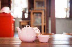 Herbaciany garnek na drewnianym stole Zdjęcie Royalty Free