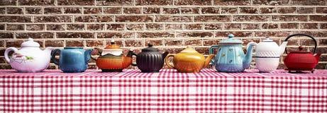 Herbaciany pijącego ` s niebo - uszeregowanie 7 różnych teapots Uprawa ja nadawać się twój potrzeby obrazy stock